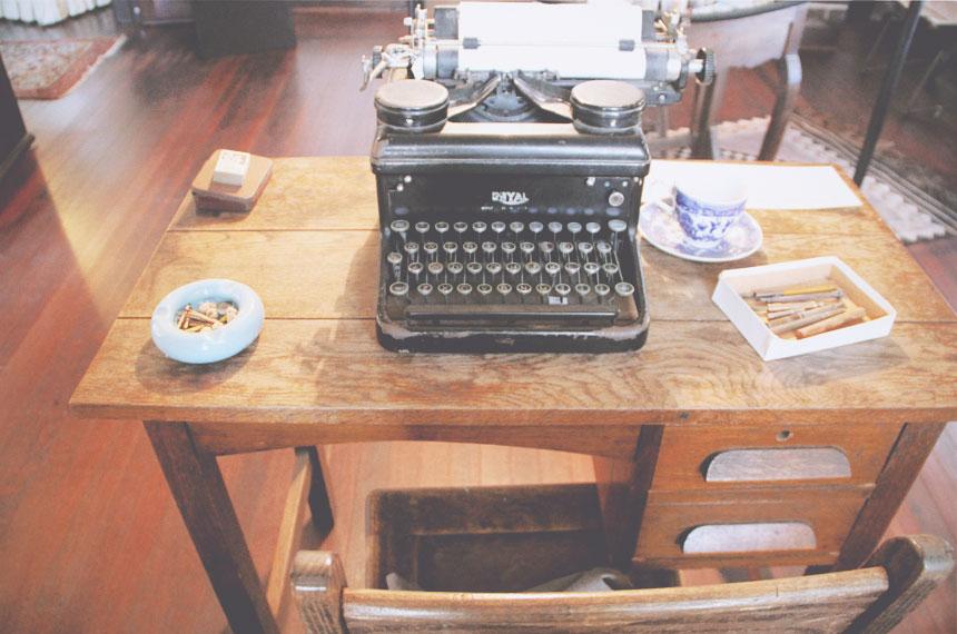 may gibbs writing desk