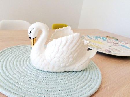 we love…swan planters