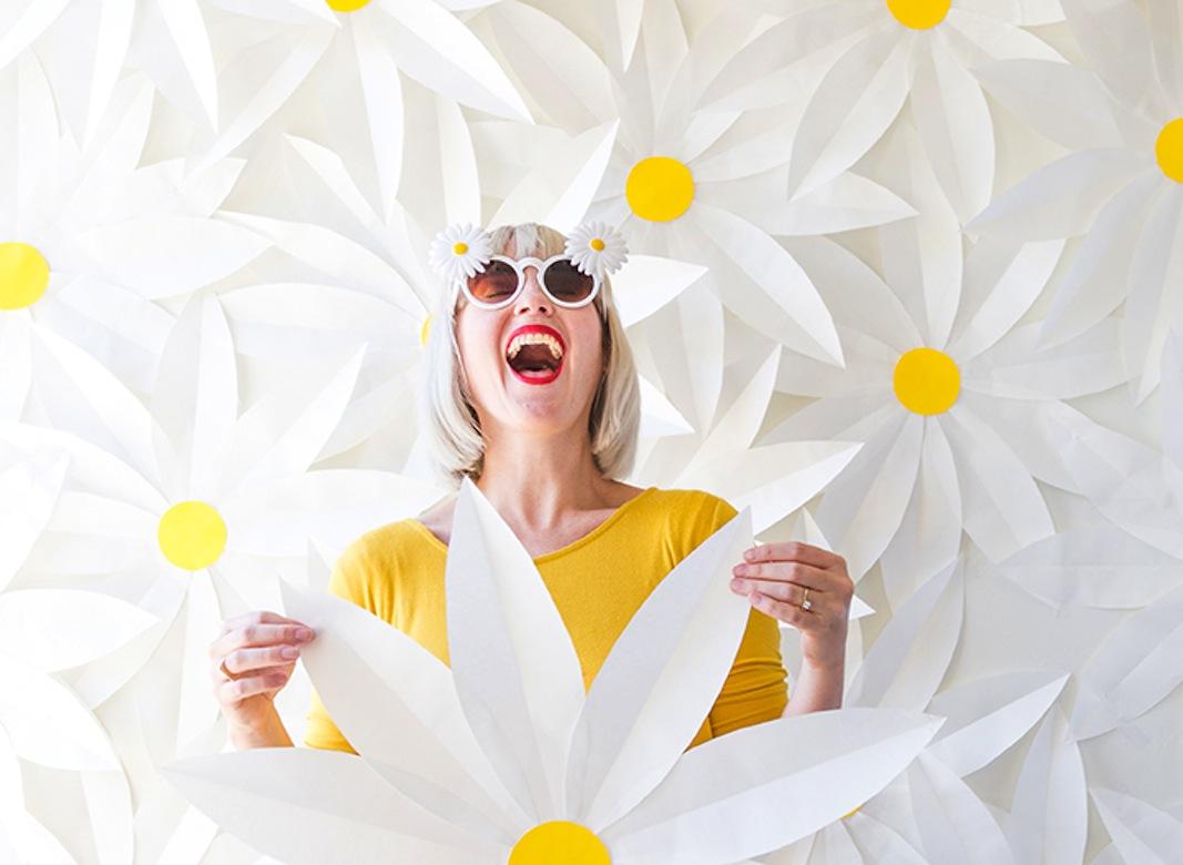paper-daisy-photobooth-backdrop